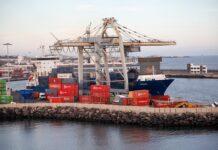statek i kontenery